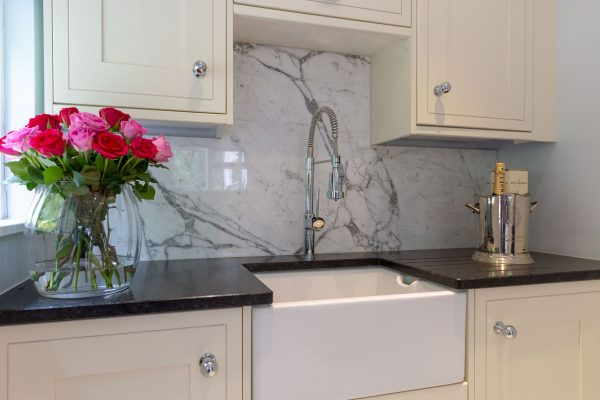 Trajan leather Granite and Arabescato backsplash 1853 HDR